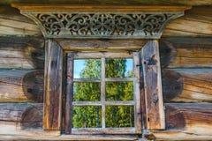 Дом оконных рам старый русский Стоковые Изображения