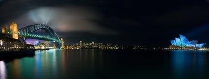дом освещая светящую панораму Сидней оперы Стоковое Изображение
