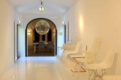 Дом освещения современного дизайна интерьера живущий, Нидерланды Стоковое Изображение RF
