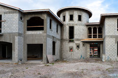Дом особняка под конструкцией стоковые изображения