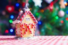 Дом пряника fairy на предпосылке яркой Стоковая Фотография RF