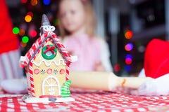 Дом пряника fairy для рождества дальше Стоковое фото RF