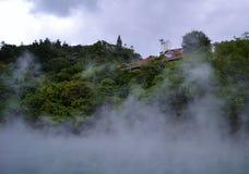 Дом плавая в небо Стоковое Изображение RF