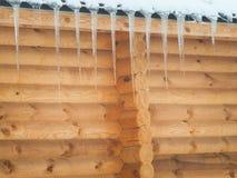 Дом древесины в зиме с сосульками Стоковые Фотографии RF