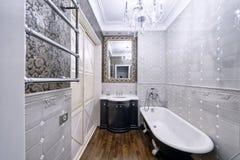 Дом роскоши ванной комнаты дизайна интерьера стильный Стоковое фото RF