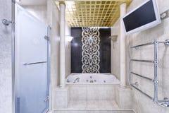 Дом роскоши ванной комнаты дизайна интерьера стильный Стоковая Фотография