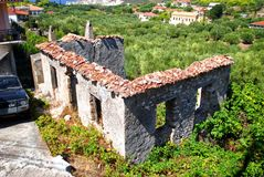 Дом руин в природе стоковые фото