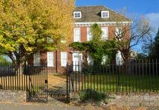 Дом ручейка attactive датировка дома красного кирпича грузинское от около 1700 Стоковое Фото