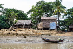 Дом рыболова на речном береге в Мьянме 1 Стоковое Фото