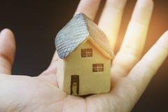 Дом, дом, свойство или недвижимость и жилая концепция, mi стоковое фото rf