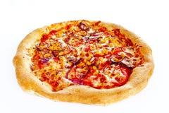 дом сделал пиццу Вегетарианская пицца на изолированной белой предпосылке студии Стоковые Фотографии RF