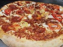 дом сделал пиццу стоковое фото rf