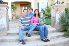 дом семьи счастливый стоковая фотография