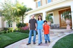 дом семьи счастливый стоковое изображение