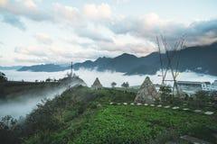Дом соломы в деревне Sapa hmong, Вьетнаме Традиционная деревня Старая культура стоковые фотографии rf