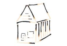 Дом спичек, который сгорели вниз стоковое изображение rf
