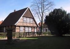 Дом средневекового тимберса обрамляя Германия Quakenbrueck Стоковая Фотография RF