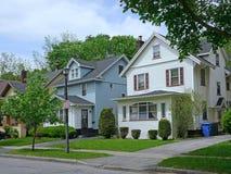 Дом среднего класса пригородный стоковое фото rf