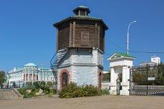 Дом старого ` s водонапорной башни и Sevastyanov в Екатеринбурге, России Стоковая Фотография RF