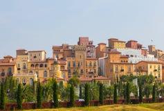 Дом стиля Тосканы Италии на холме стоковое изображение