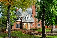 Дом стиля Tudor Стоковое Изображение RF