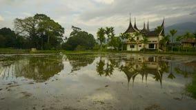 Дом с архитектурой minang стоковые фотографии rf