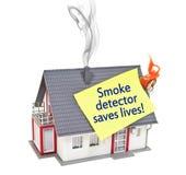 Дом с дымом и огнем с индикатором дыма сохраняет жизни стоковые фотографии rf