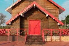 Дом сделанный деревянных планок с старым стилем Стоковое Изображение