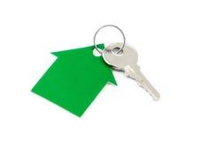 Дом сделанный зеленого картона и ключа Стоковая Фотография RF