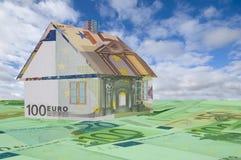 Дом сделанный из денег Стоковая Фотография RF