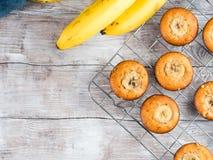 Дом сделал булочки банана на таблице скопируйте космос Стоковое Изображение RF
