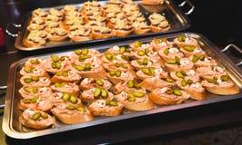 Дом сделал канапе малые закуски сандвичей Стоковые Фото