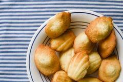Дом сделал печенья Madeleine на плите Стоковая Фотография RF