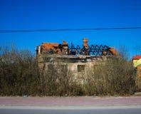 Дом с, который сгорели крышей Стоковые Изображения