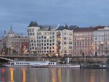 Дом танцев в Праге на банках реки Влтавы стоковая фотография rf