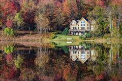 Дом убежища берега озера Стоковые Изображения RF