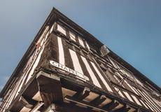 Дом угла Tudor английского языка типичный - место рождения Шекспир стоковое фото
