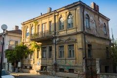 Дом украшал фонарики в старом городке Veliko Tarnovo, Болгарии Стоковые Изображения