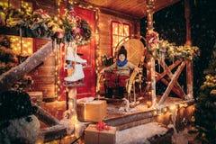 Дом украшенный для Кристмас стоковое изображение rf