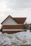 Дом украшенный с каменной стеной Стоковые Фото