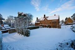 дом усадьбы после полудня яркая снежная стоковое изображение