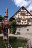 дом фонтана половинная timbered село Стоковые Фото