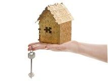 Дом цвета золота озадачивает с ключи Стоковая Фотография RF