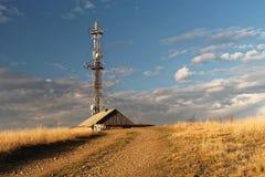 Дом чабана на холме в горах стоковые изображения