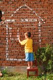 дом чертежа мальчика Стоковое фото RF