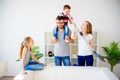 Дом чистки семьи Стоковое Фото