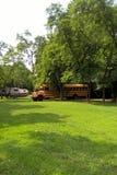 Дом школьного автобуса стоковая фотография rf