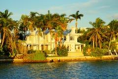 Дом южного пляжа роскошный Стоковое фото RF
