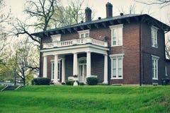 Дом Colonial кирпича стоковые фото