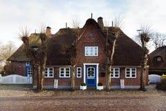 дом frisia северно типичная стоковое фото rf